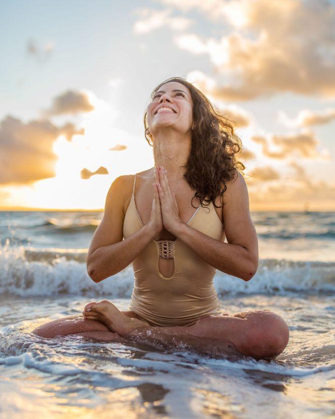 Pia Yoga-mujer balance
